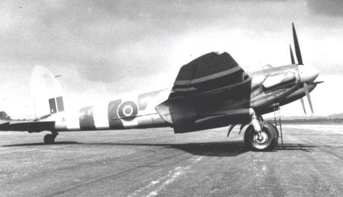 613_Squadron_Mosquito_FB.VI_at_RAF_Lasham_June_1944